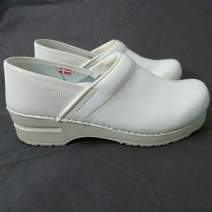 SANITA White Leather Upper Nurse Clogs 38